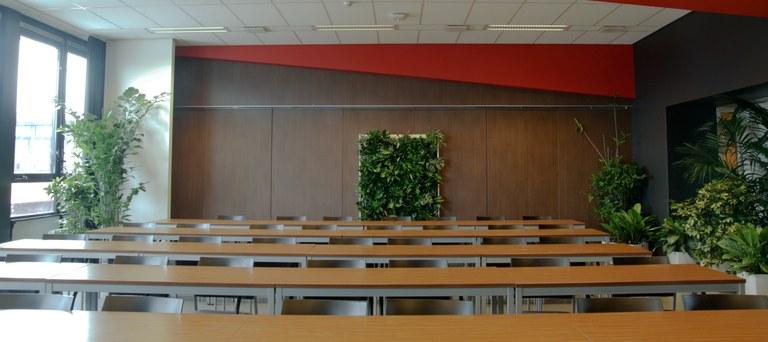 klaslokaal met planten wand