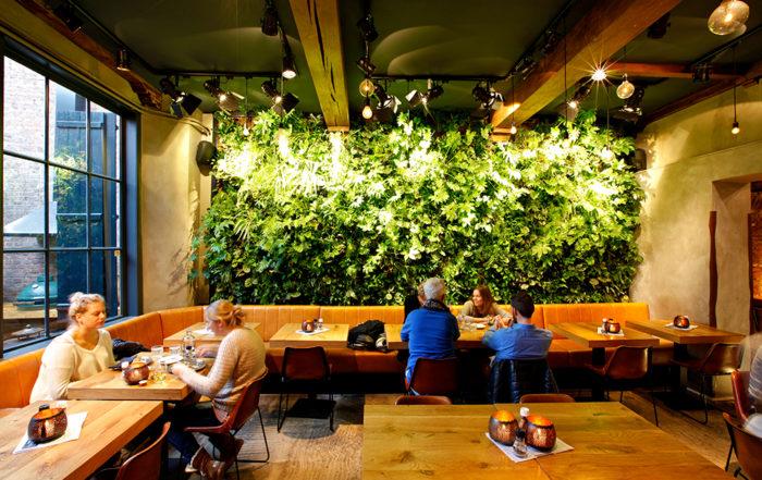 restaurantwith geen wall